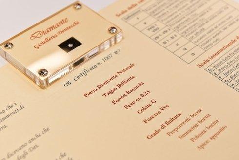 Diamante con confezione e scheda di identificazione