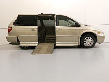 2006 Ford E350 with rear Lift