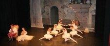 corsi di danza moderna, corsi di canto per adulti, scuole di avviamento professionale alla danza classica