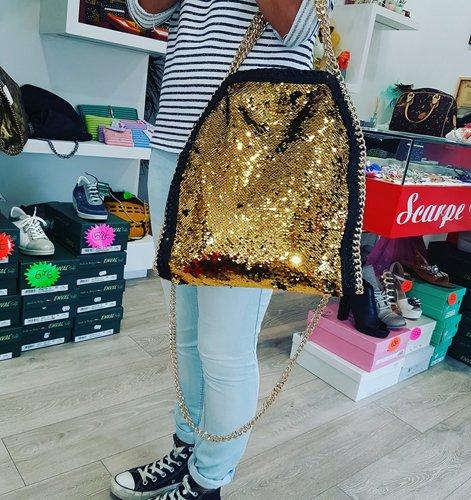 Borsa alla moda per le donne a Trestina