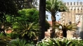 parco esterno, area esterna protetta, casa di riposo con giardino