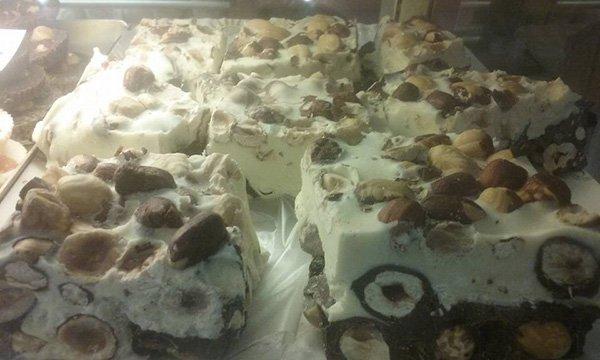 Dolci e torte alla panetteria a Livorno