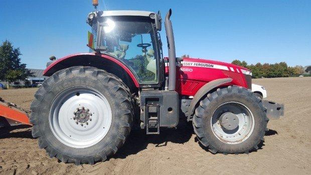 2010  Massey Ferguson tractor