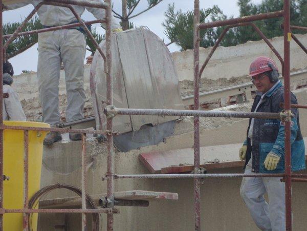 operai al lavoro in un cantiere