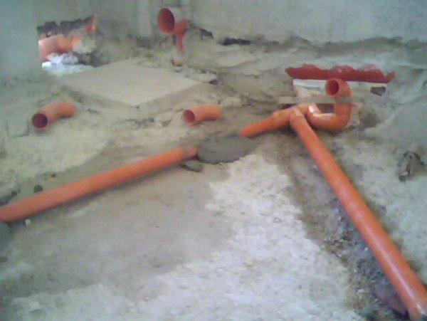 tubi arancioni sottoterra