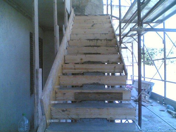rampe di scale in costruzione