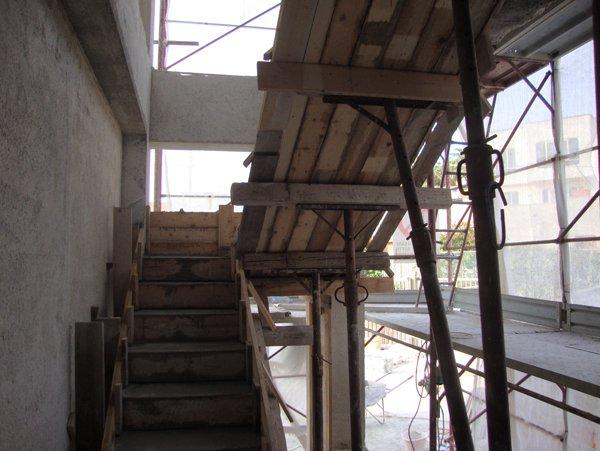 doppie rampe di scale in legno