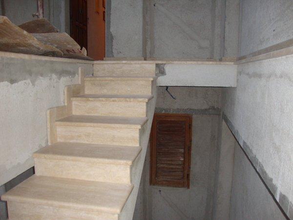 scalinata interna in marmo