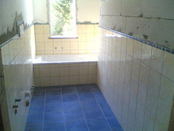 vasca da bagno in fondo alla stanza