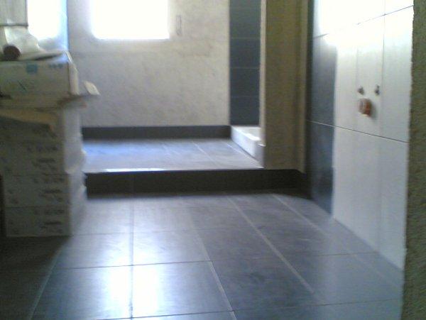 pavimento in ceramica in piu stanze