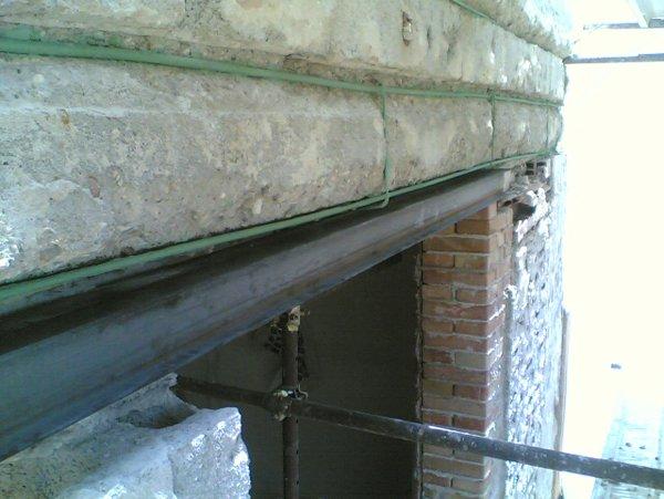 tubi che passano all`interno dei muri