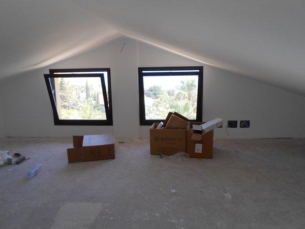 soffitto con due finestre a vasta