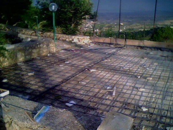 cantiere con colata di cemento