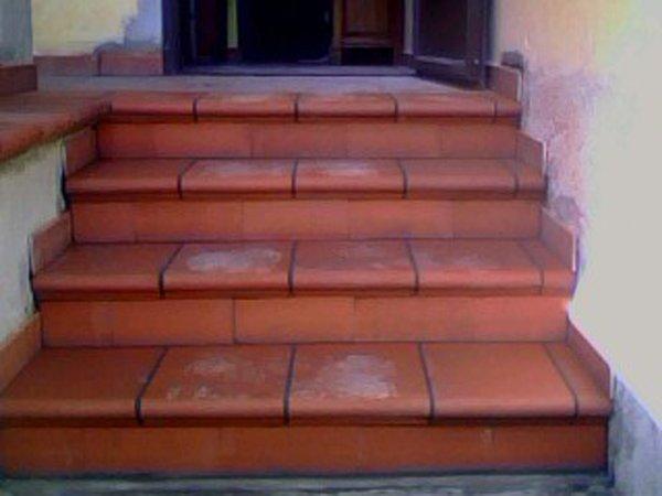 scalini rivestiti in cotto
