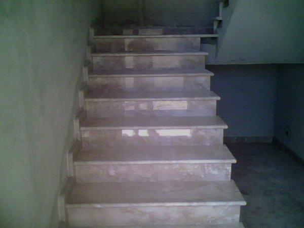 rampa di scale in marmo
