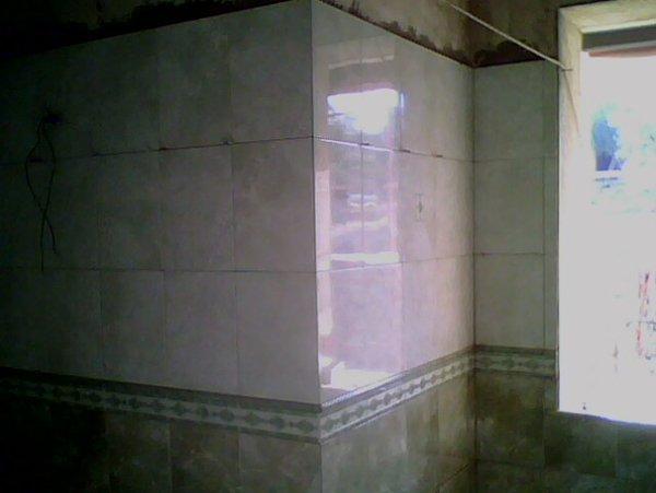 angolo di una colonna in marmo