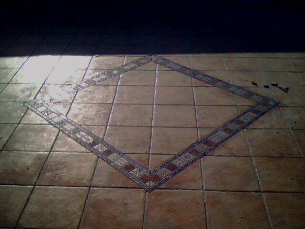 pavimento in terracotta con decorazione