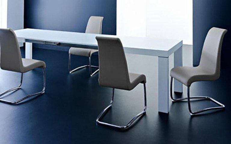 Tavolo bianco ufficio