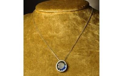 collana con pietra