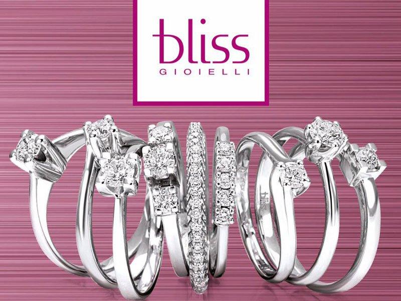 Serie di anelli e fedi nuziali marca Bliss