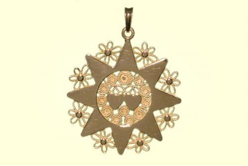 Una presentosa abruzzese a forma di stella