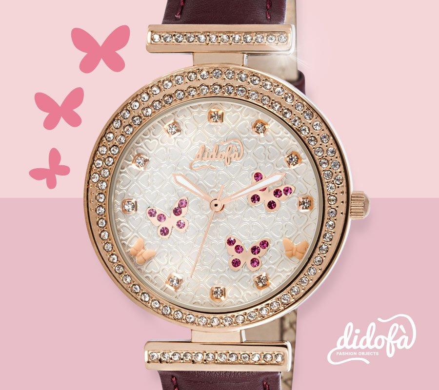 Orologio gioiello con sfondo rosa