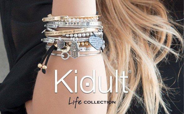 Locandina marca Kidult con un braccio di una ragazza con molto bracciali in acciaio