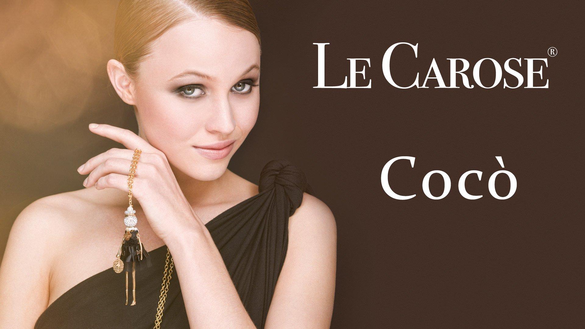 Locandina pubblicitaria di gioielli con sfondo marrona e una ragazza bionda in primo piano