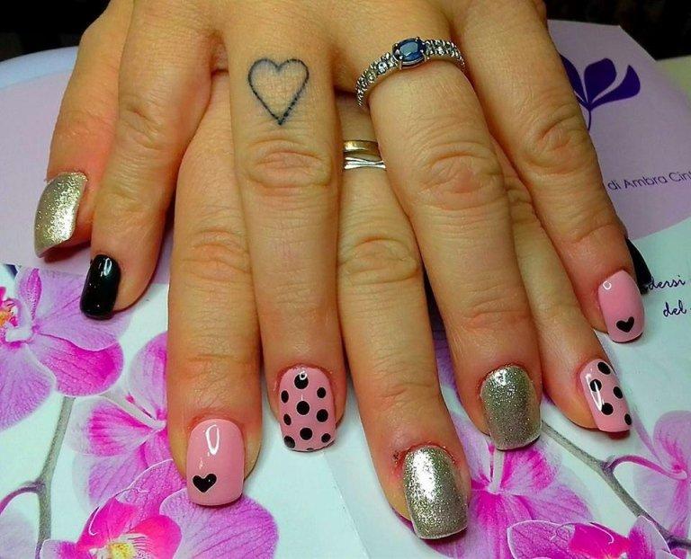 unghie decori pois