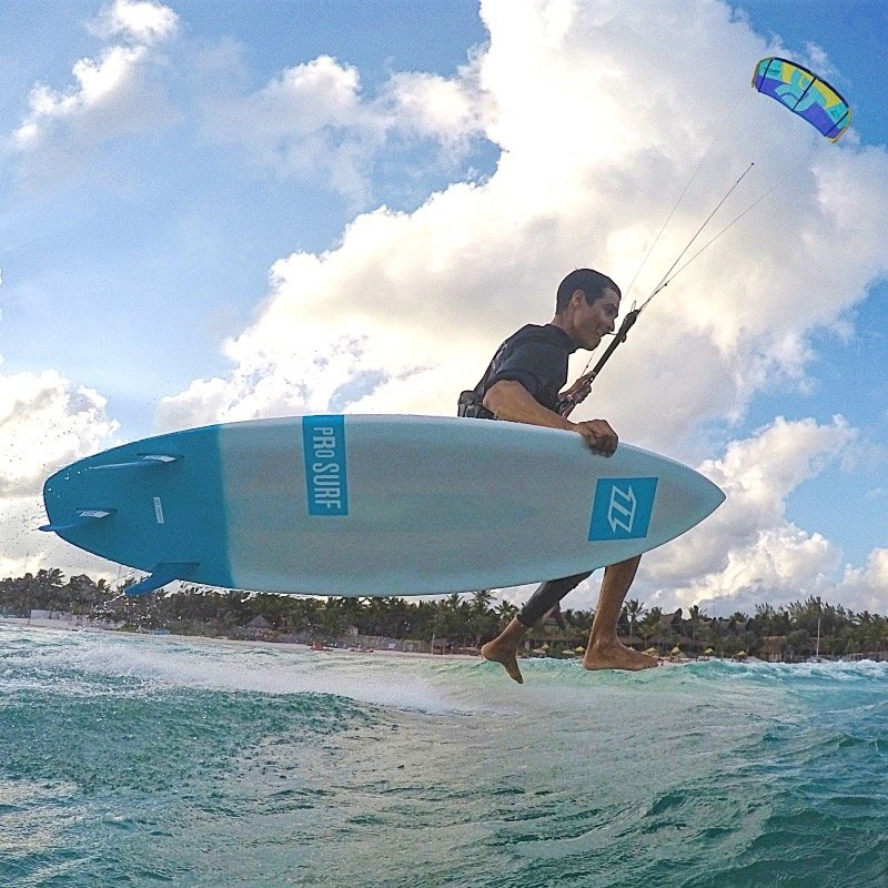 Kitesurfing Waves in Tulum. Strapless Kite Lessons with Mexican Caribbean Kitesurf.