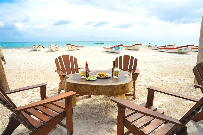 End your SUP Tour to Tulum Ruins having Lunch at Villa Pescadores