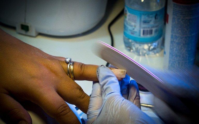 applicazione unghie finte