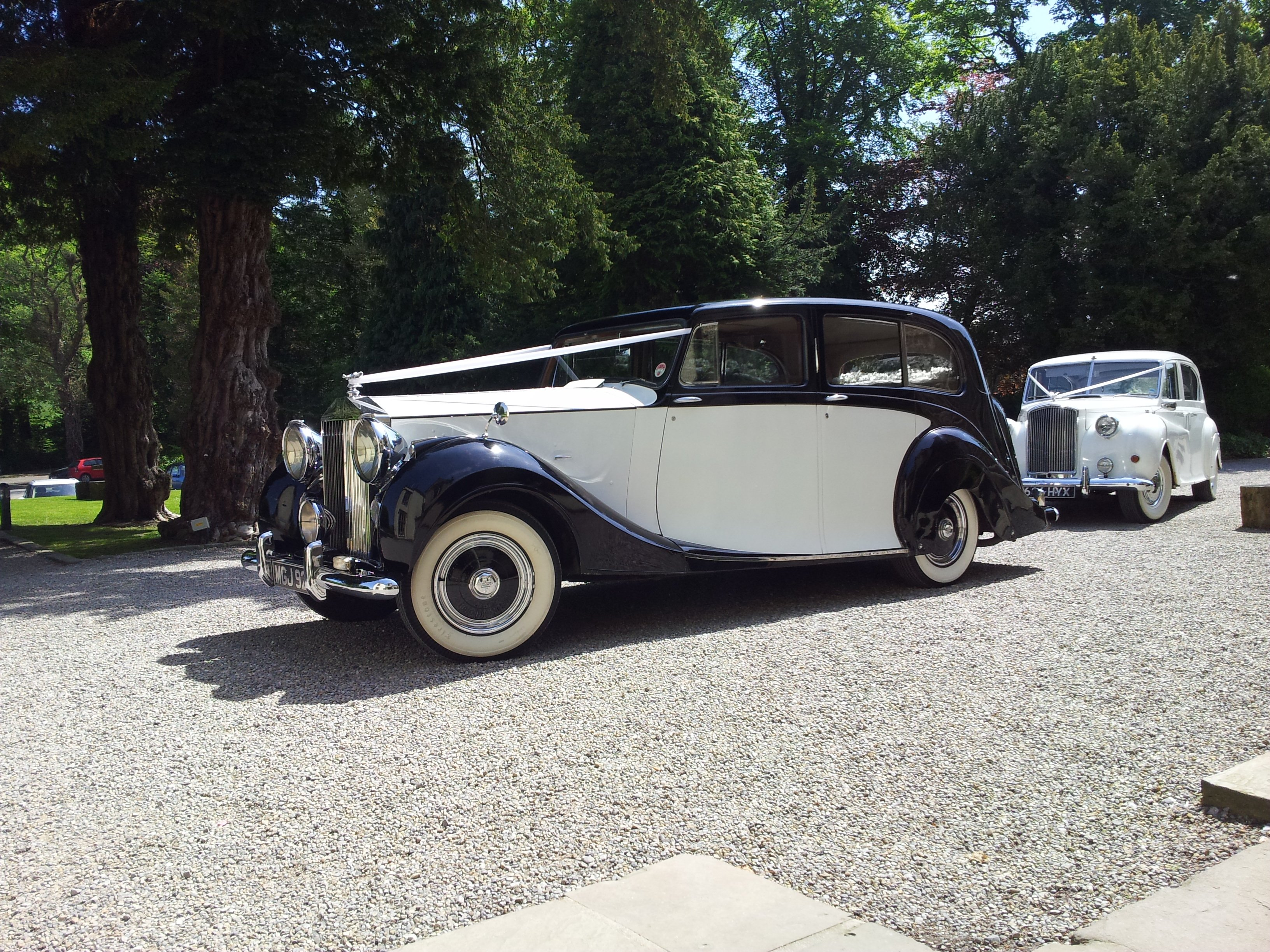 front view of Rolls Royce Silver Wraith limousine