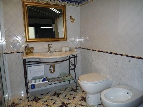 Articoli di arredo bagno prato guarducci mario - Arredamento bagno arte povera ...