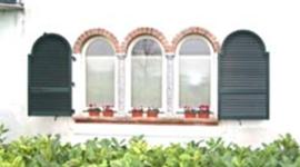 persiane ad arco, persiane per edifici storici, finestre a trifora