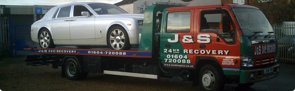 Recovery truck with a silver Rolls Royce