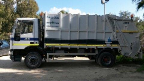prelievo e trasporto di rifiuti industriali, raccolta rifiuti non pericolosi, smaltimento rifiuti,