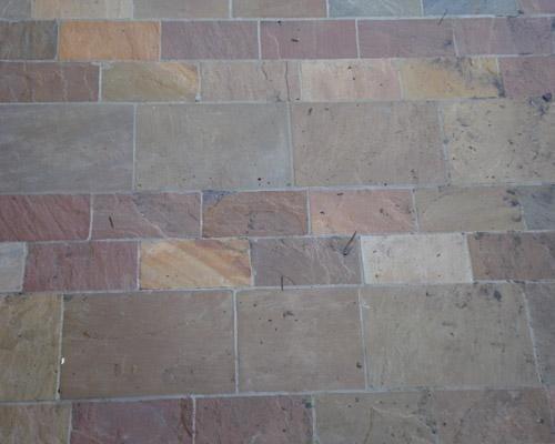 Pavimento in pietra vera in mattonelle