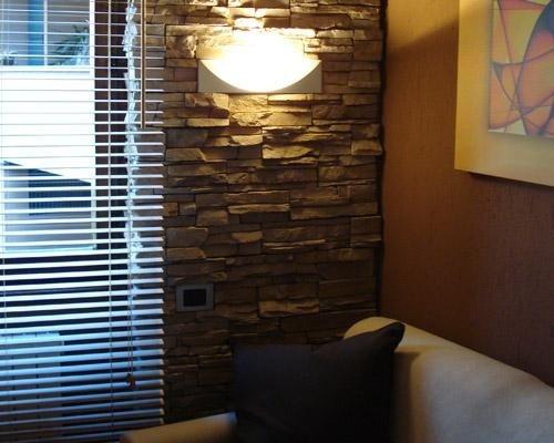 Dettaglio muro con mattonelle in pietra