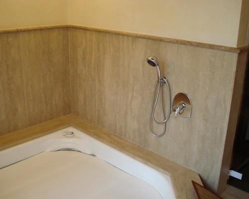 Rivestimento in marmo per docce e bagni