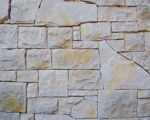 Parete con mattonelle in pietra