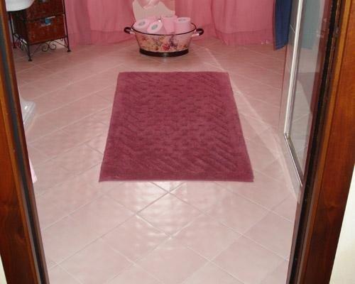 Pavimento bagno rosa