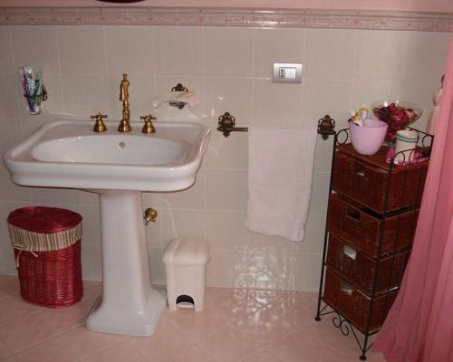 Rivestimento bagno color rosa