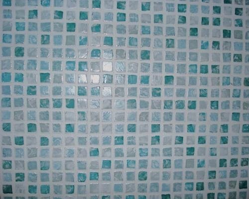 Mattonelle a mosaico con varie graduazioni di azzurro