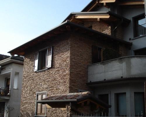Casa decorata con pietre