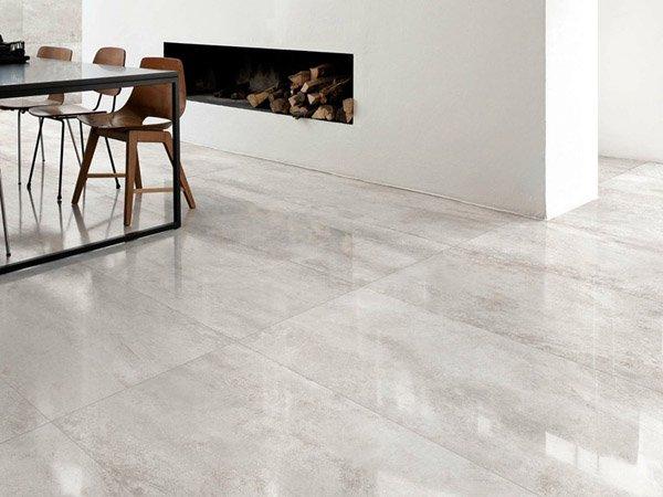 pavimento in resina in un ambiente moderno con tavolo, sedie e camini