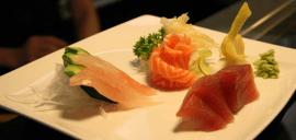 molluschi, pesce fresco, sashimi con wasabi