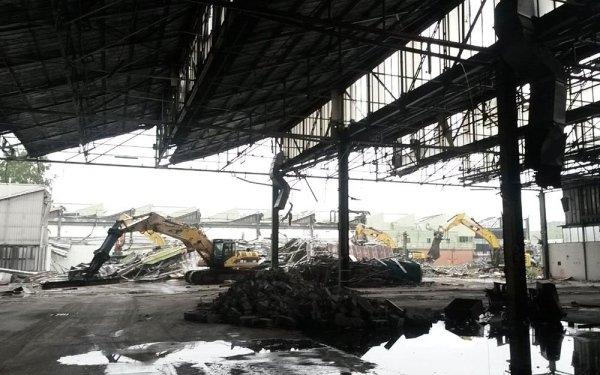 demolizione capannoni