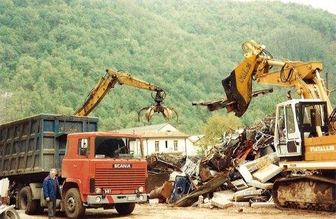 carico rottami metallici