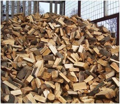 montagna di legno tagliato